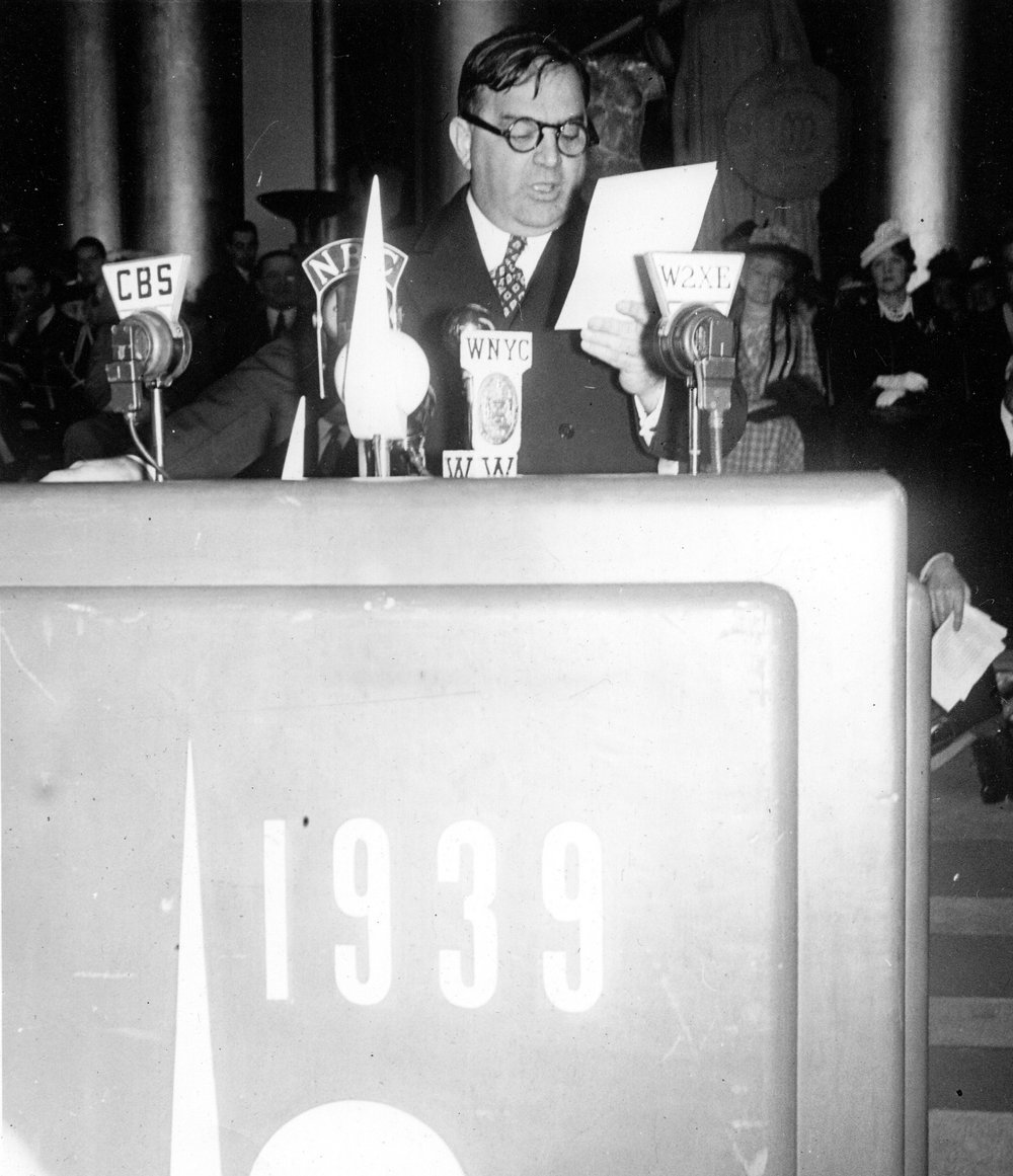 nyworldsfaircollections :      #QMcountdown   - Just 2 days till the Queens Museum re-opens!   Have you planned your trip? More info on the grand celebrations  here .       Above: Mayor LaGuardia at Opening Day of the 1939 New York World's Fair. Queens Museum, 1989.56.28wf39
