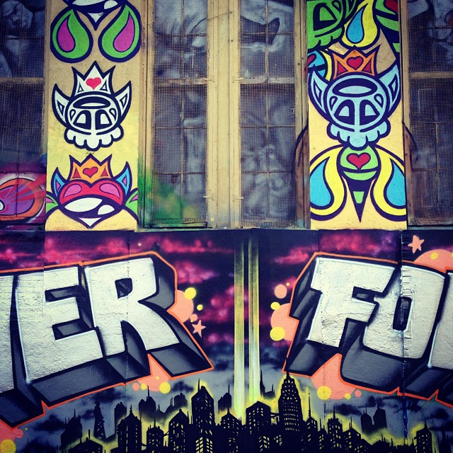 hungrycarly :     (NEV)ER || FO(RGET) #LIC #5pointz #streetart #graffiti #hoodlove (at 5 Pointz)