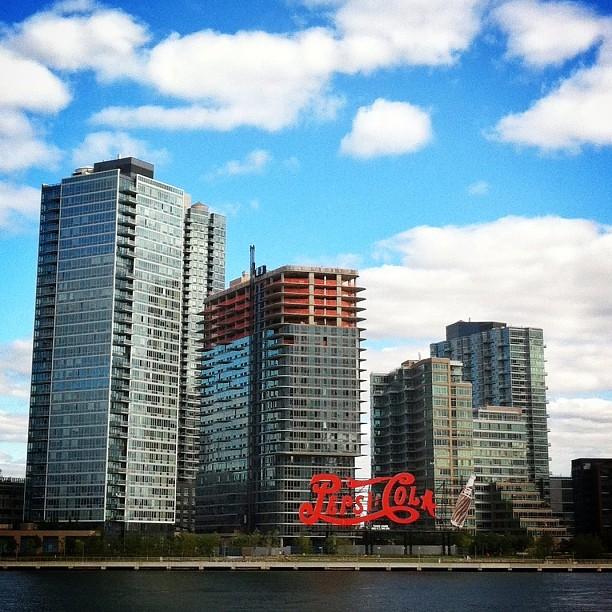 karishustad :      nycgo :     The Pepsi Cola sign in #LongIslandCity #Queens. #thisisnewyorkcity  http://bit.ly/14VUezP      Fav spot. LIC life.