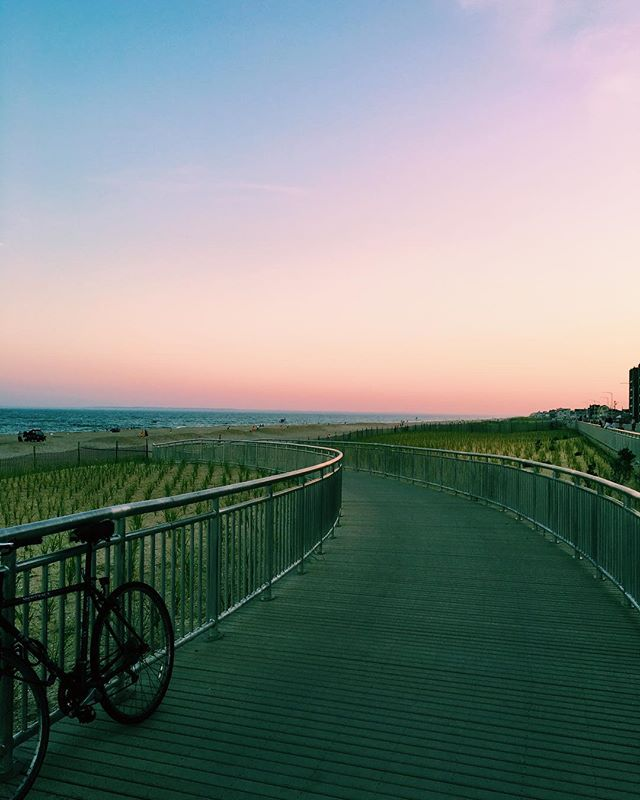 Last night's pink skies in Rockaway 🚲  #rockawaypark #rockawayny #rockawaybeach #rbny #queenscapes #queensnyc #queenslove #heartofqueens