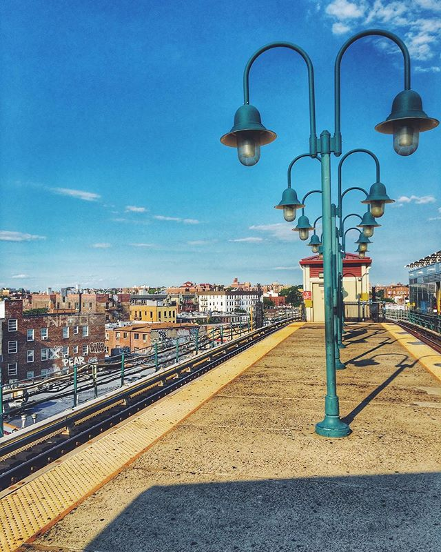 🚊 #queenscapes #woodside #woodsideny #queensnyc #queensaf #heartofqueens