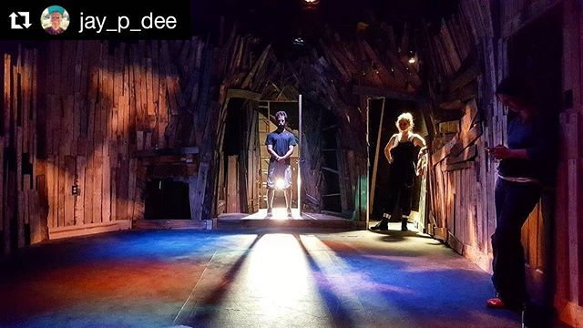 #Repost @jay_p_dee (@get_repost) ・・・ Photo from tech of Nesting:Vacancy Episode 3 Set Design - Christian Cheker Lighting - Nia Fillo #theatre #nesting #tech #lighting #pdxtheatre #shadows #backlighting #stars #actors #doors #horror #thriller
