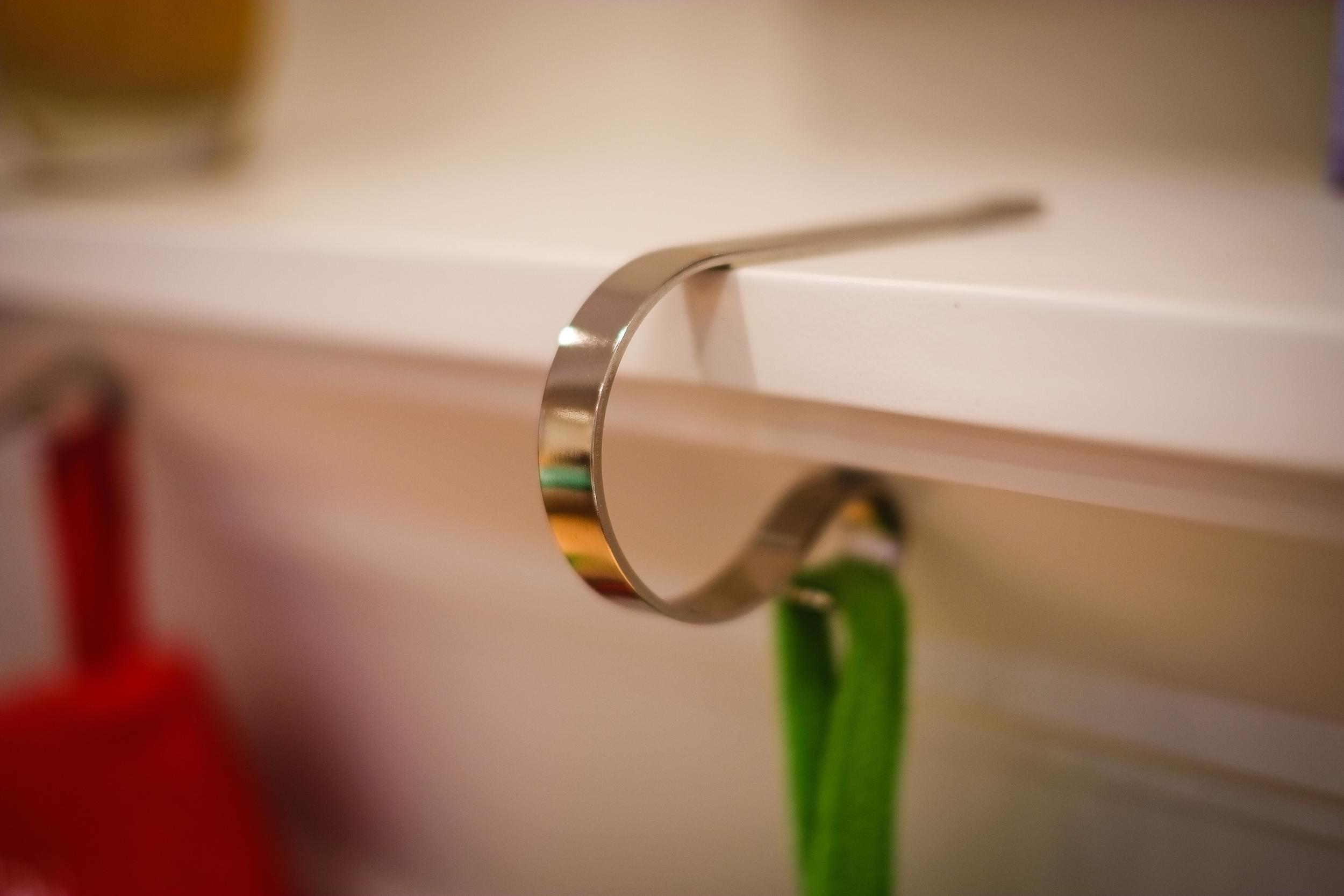 Silver mantle clip