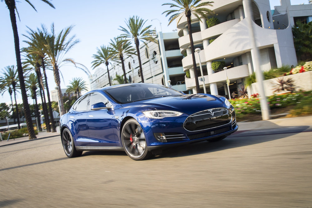 2015-Tesla-Model-S-P90D-front-three-quarter-in-motion-10.jpg