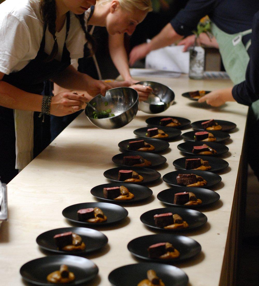 Küchenhilfe - Du bist leidenschaftlicher Hobbykoch und arbeitest gerne in professionellen Küchen? Du möchtest von hervorragenden Köchen lernen und Erfahrungen sammeln?Dann schreib uns: jobs@tastelab.ch