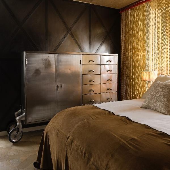 Luxury Interior Design. Bespoke Furniture. Highest Quality Finishes. Luxury Warehouse Design. Open Plan. David Carter Design. Bespoke Luxury Bedroom. Industrial Furniture. Shiny Interior.