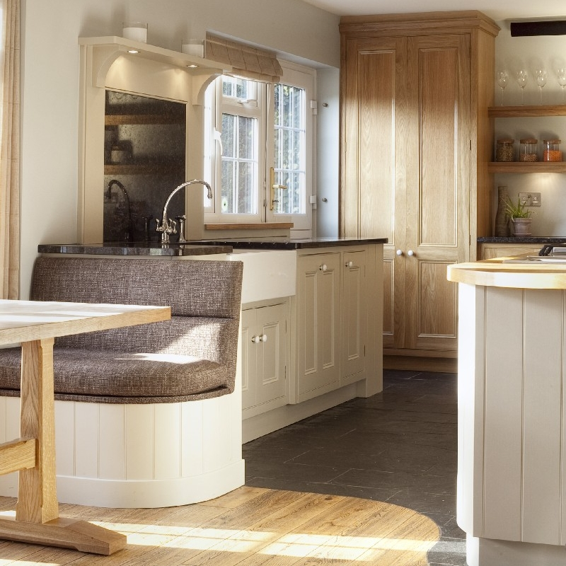Interior Design Kitchen. Traditional Family Bespoke Cupboards. Solid Oak Wood Furniture. Hand-painted. Breakfast Bar. Cooking Island. Traditional White Ceramic Kitchen Sink. Rustic Kitchen. Country Side Style. Stale Floor. Stainless Steel Gas Hob.