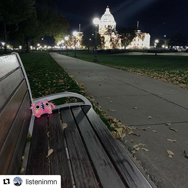 They got tired - resting on a park bench at Minnesota Capitol... Did anyone find this one? ・・・ #Repost @listeninmn ・・・ #bamboostar #ItsJustBusiness #spotify #applemusic #bumboo #newmusic #hongkongband #hkband #music #hkrock #rock #hongkongmusician  #hongkonger #hkig #minnesota #minnesotalife #scavengerhunt #alongwayfromhome
