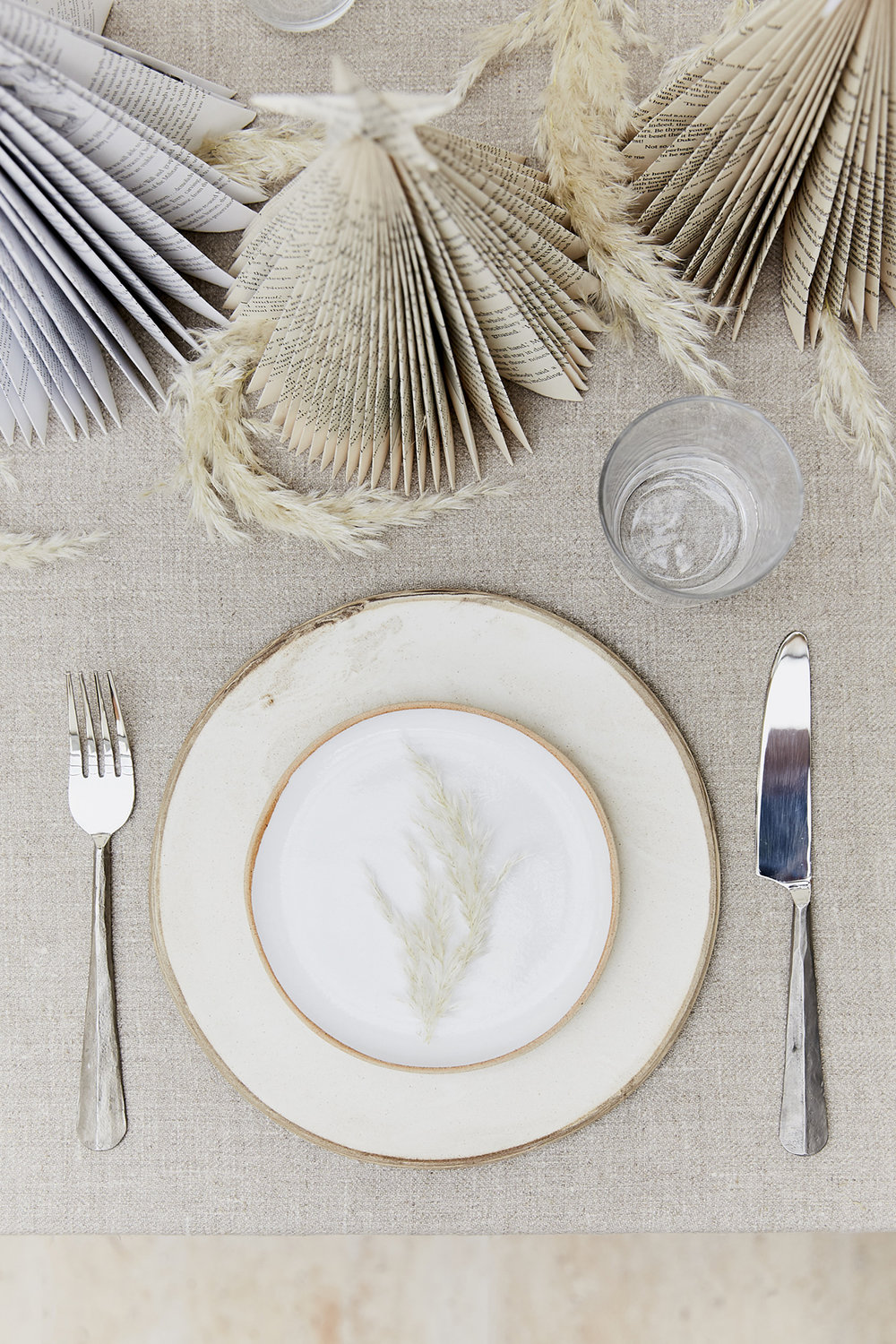 neutral Christmas table decor ideas