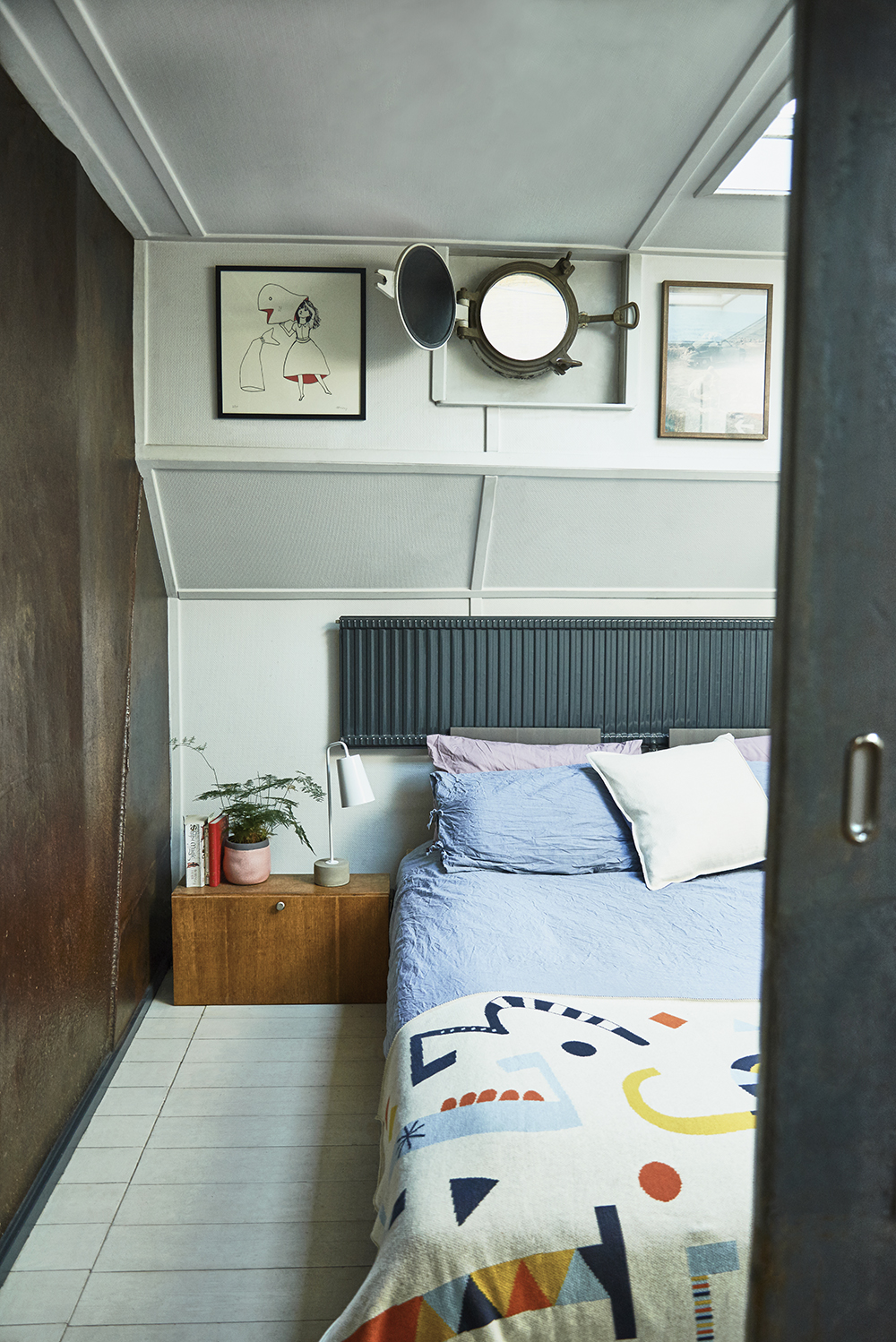 London house boat tour - bedroom