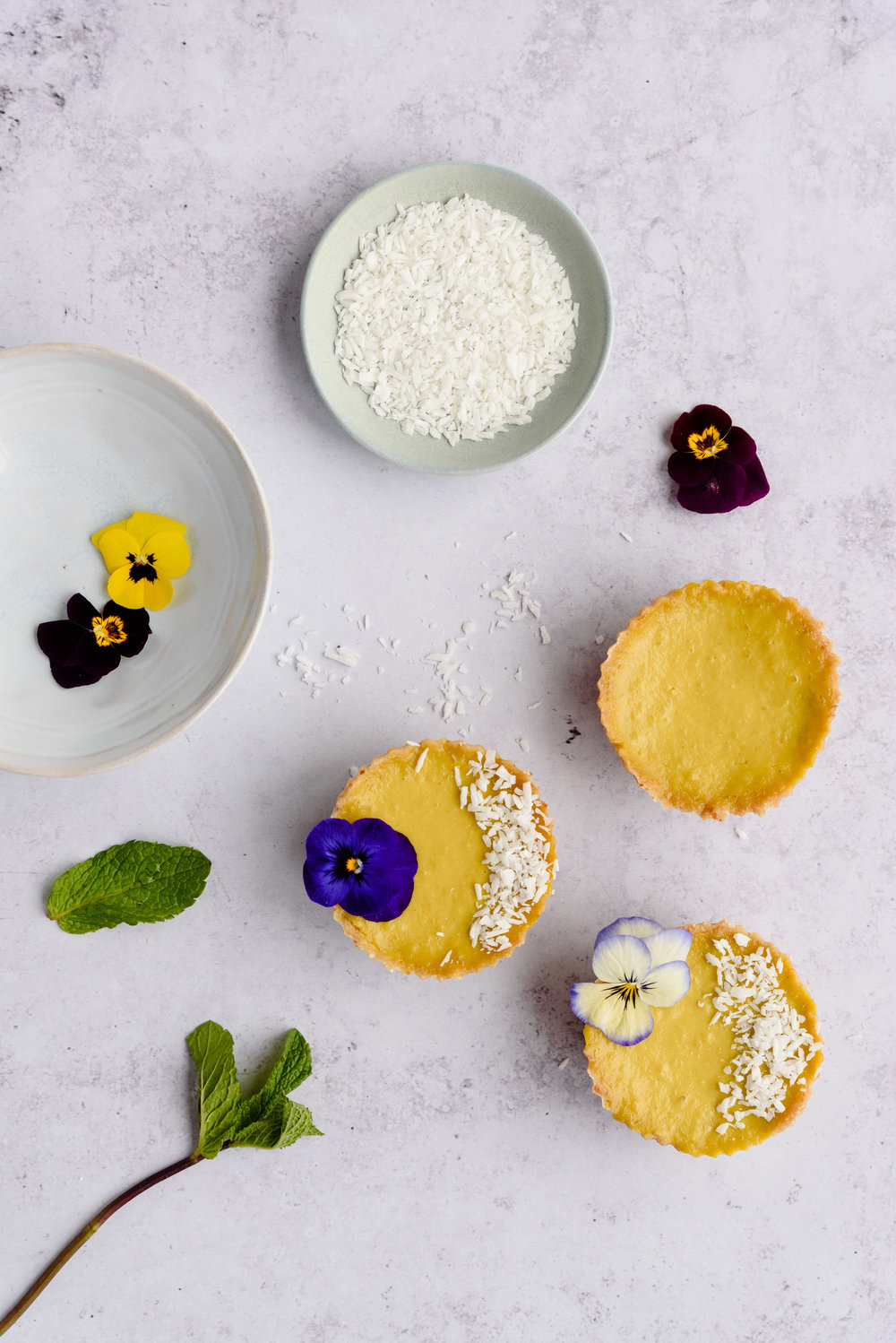 Mango and coconut raw tarts recipe