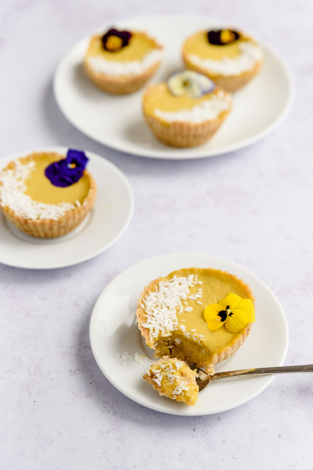 Mango and coconut raw tarts - RECIPE