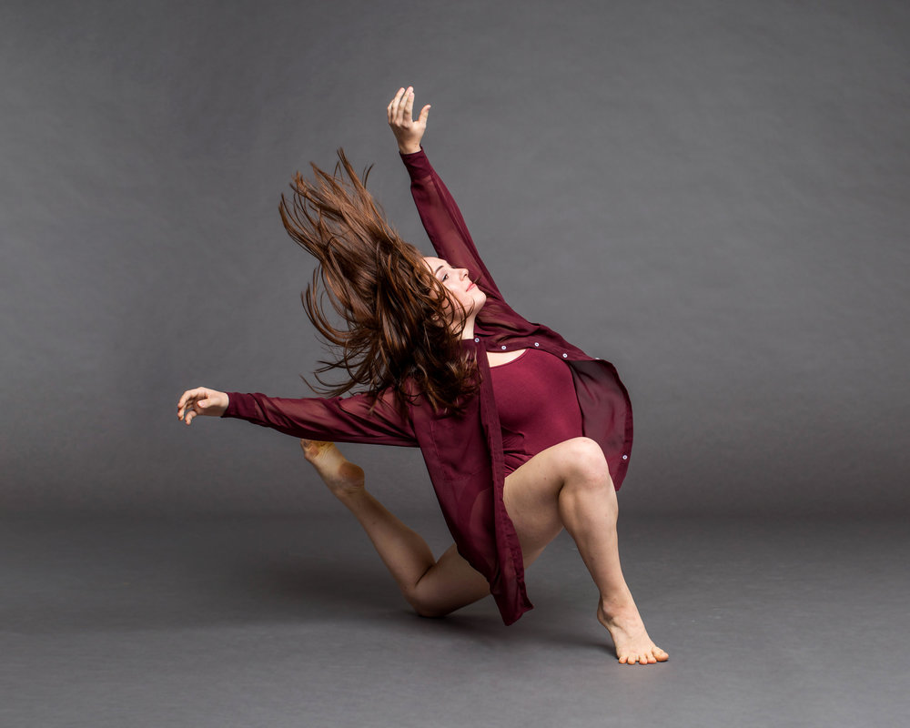 Abby Schafer one knee.jpg