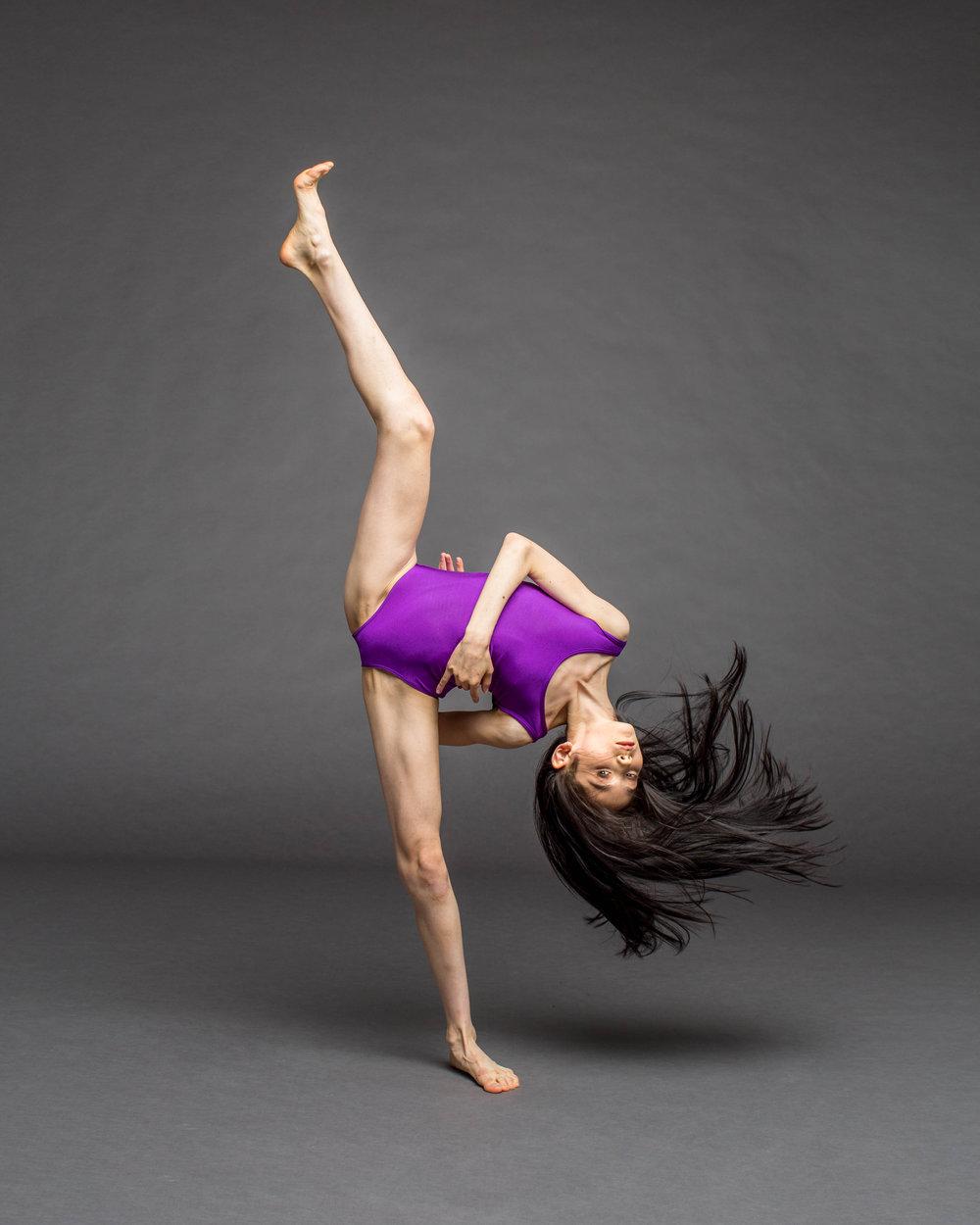Camille Freedman freaky leg.jpg