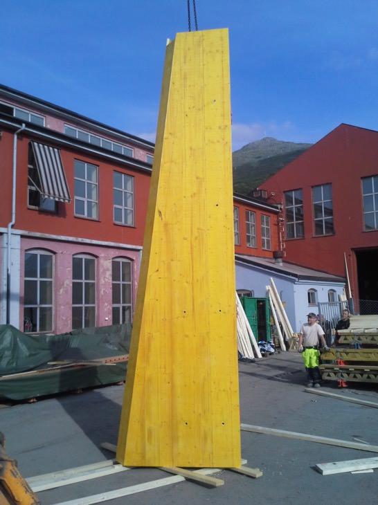 vi i gang med bygging av forskaling til brutårn nedre del.