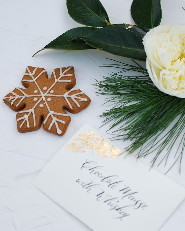We're dreaming of a white Christmas, but really, cookies and whiskey and sleeping babies. 🎄🥃🍪❄️ Styling: @ivyandhonor |  Calligraphy @blcalligraphy | Cookies: @saltandsugardesserts