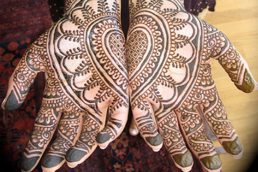 Salon_Thread_henna-tattoos_hands_design_3_cropped.jpg