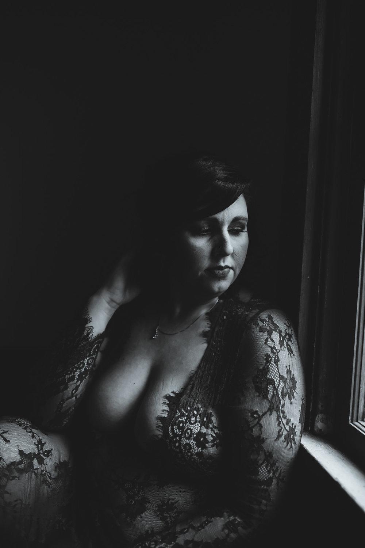 maternity boudoir  (8 of 20).jpg