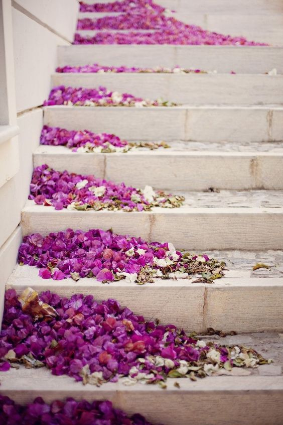 Dried Bouganvillea scattered on staircase. Image: http://www.deerpearlflowers.com/20-best-staircases-wedding-decor-ideas/