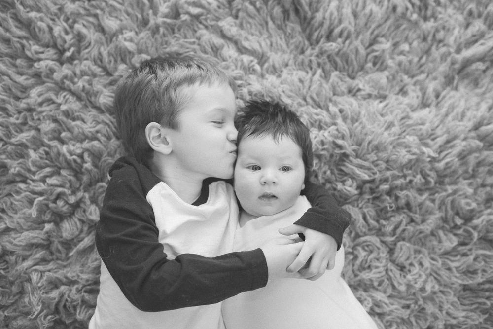 newborn-with-sibling-photos-reno-lake-tahoe-newborn-photographer-02.jpg