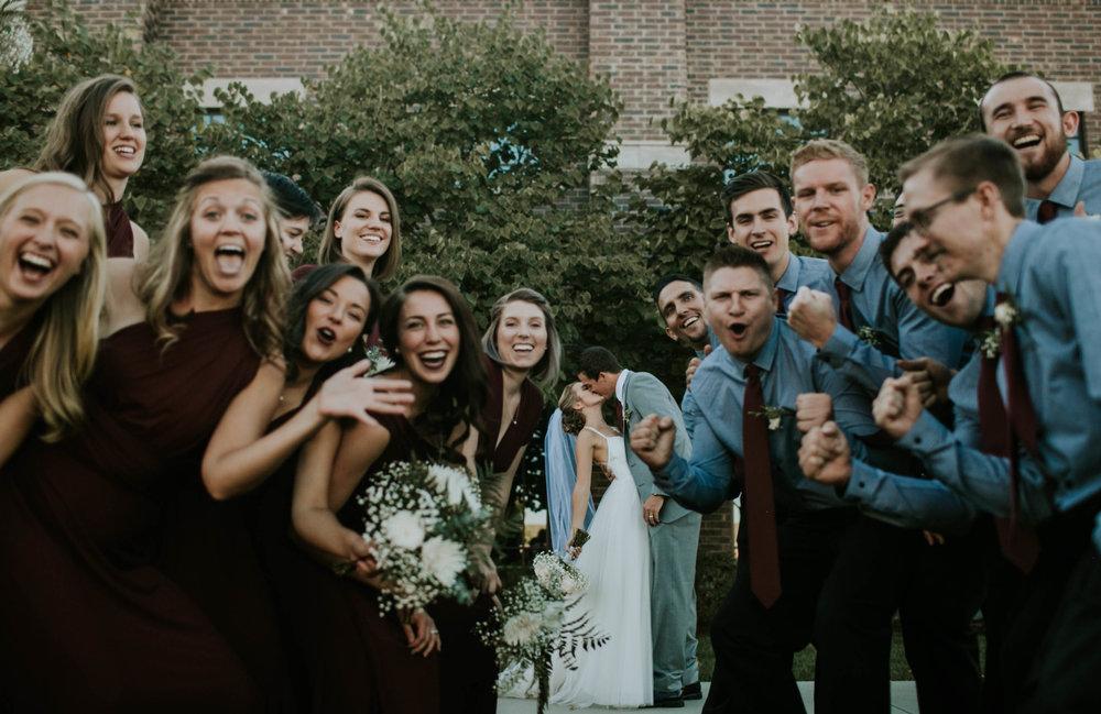 Group Photo, Wedding day Photos, Wedding Photography, Redden Photography, Wedding Kiss, Group Photo Kiss, Bridal Party Portraits, Wedding Portraits, Large Bridal Party, Maroon Color Scheme, Denver Wedding, Colorado Wedding, Oregon Wedding, Oregon Wedding Photography, Oregon Wedding Photographer