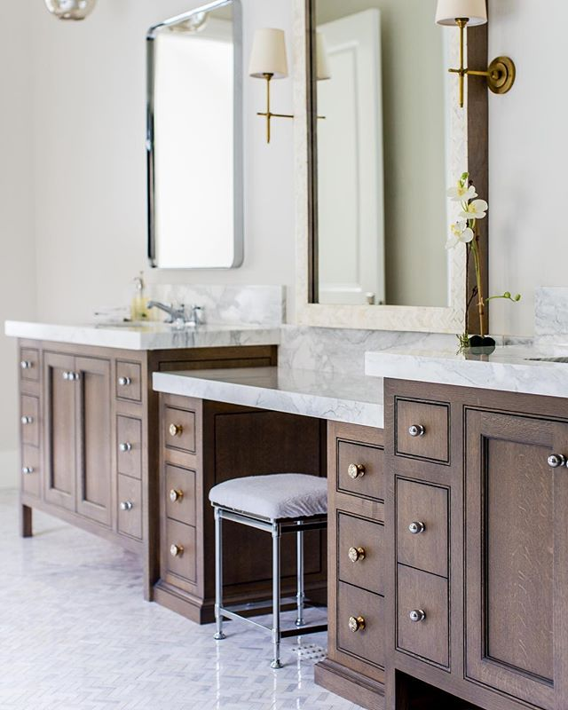 Quarter sawn oak with a smoky walnut stain. Pic: @lindsay_salazar_photography