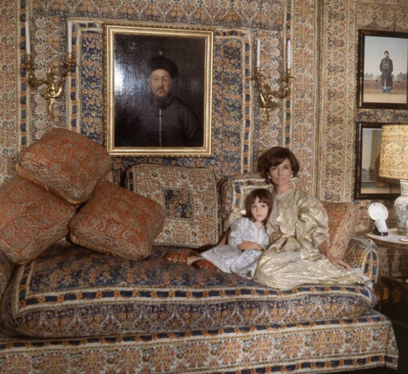 lee-radziwill-tina-radziwill-buckingham-palace-drawing-room.jpg