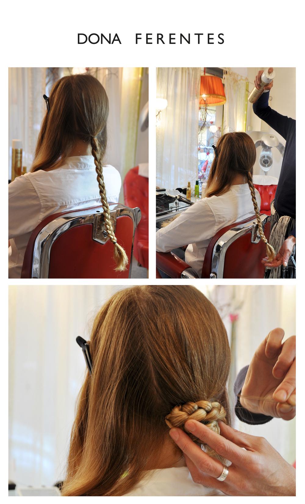 Tressez les cheveux  Et fermez la tresse à l'aide d'un élastique fin  Laquez un petit coup ☺  Puis enroulez la tresse sur elle-même afin de créer un petit chignon bas à attacher avec des épingles