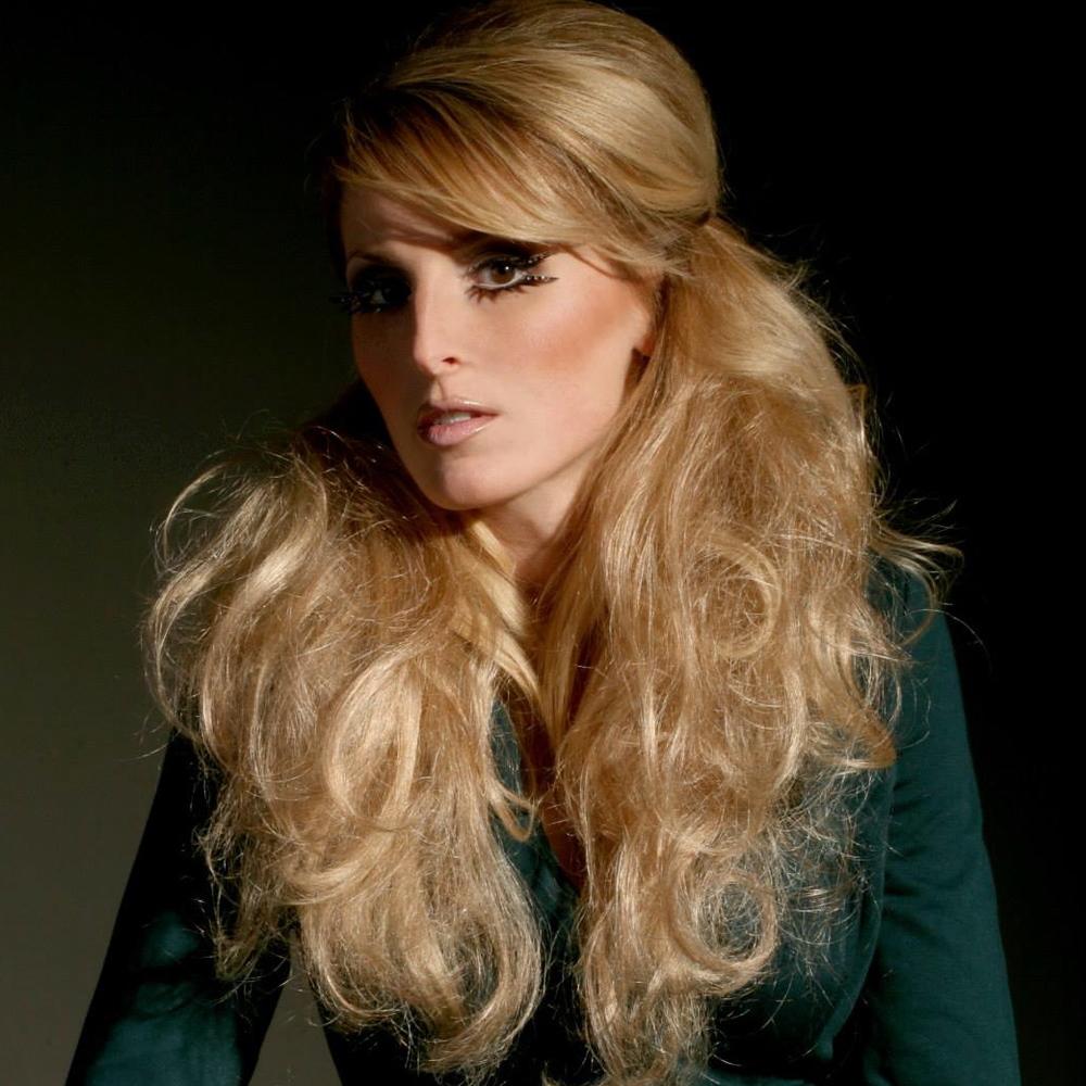 1970s inspired makeup look by Ventura Makeup Artist Glory Munoz