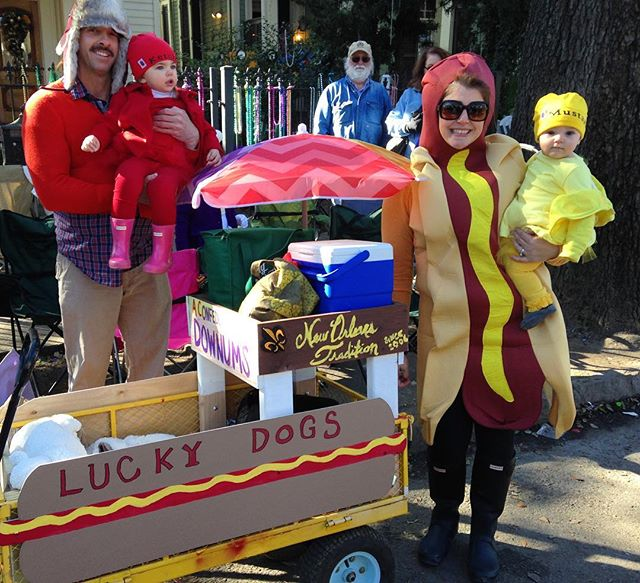 We LOVE this! #mardigras is a great reason to dress up the family as @luckydogsnola 😂! #Nola #family #tradition #parade #neworleans #float #carnival #food #foods #foodcart #nomnom #frenchquarter #hotdog #luckydogsnola