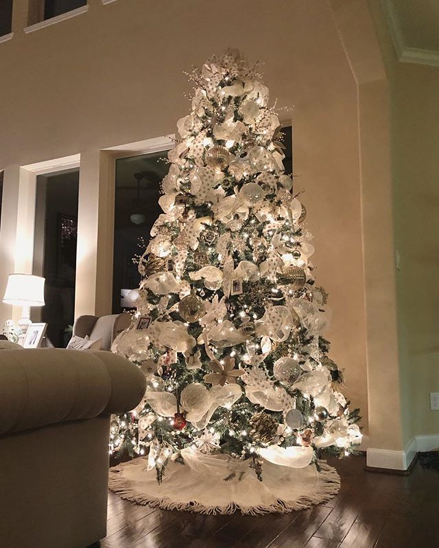 Well, the rest of my house might look like Christmas and fall BOTH threw up, but at least the tree is up.  I hope you're all having a wonderful Thanksgiving weekend!! • • • • #christmastree #christmasdecor #christmaslightsaremagical #neutralchristmasdecor