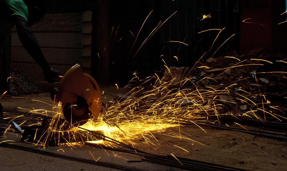 Cutting_steel_rods_with_a_Bench_grinder.jpg