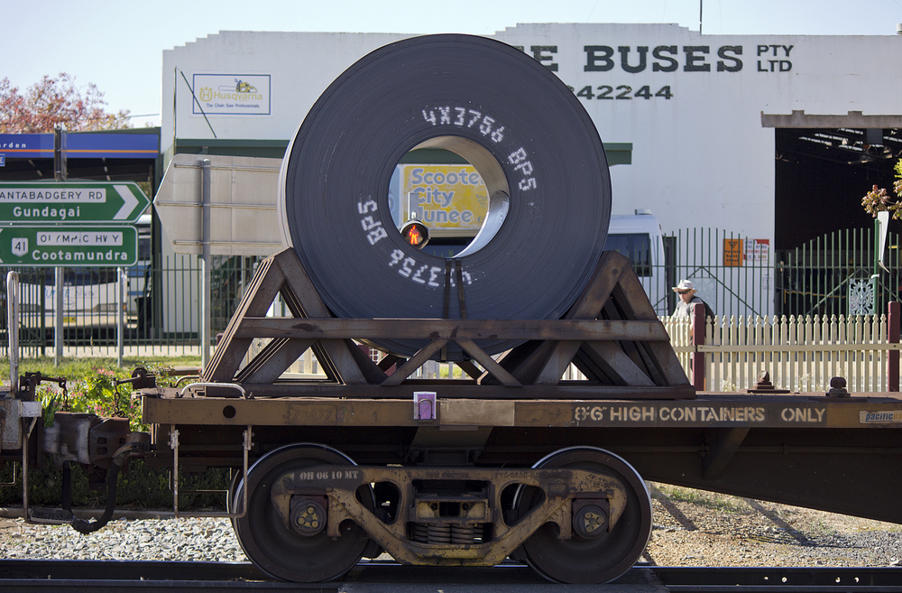 Steel_rolls_on_a_freight_train_on_the_Main_Southern_line_in_Junee_(1).jpg