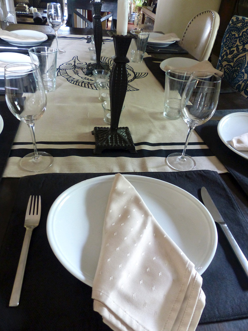 Notice that the same black placemat as in the casual setting but these are positioned horizontally.