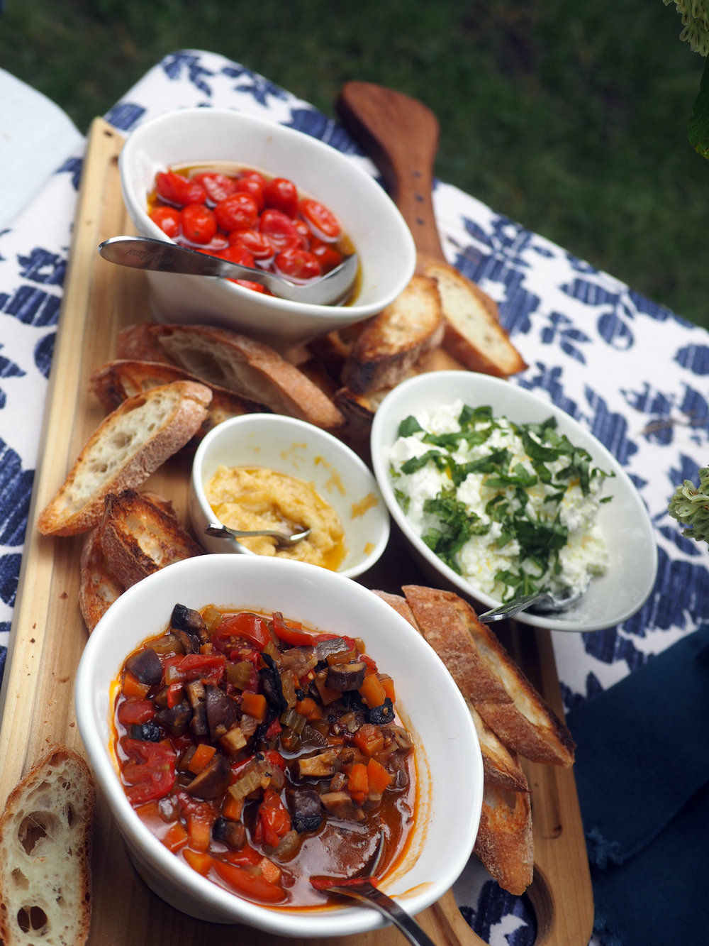 Roasted tomatoes, garlic, mushroom bolognese, ricotta, crostini.