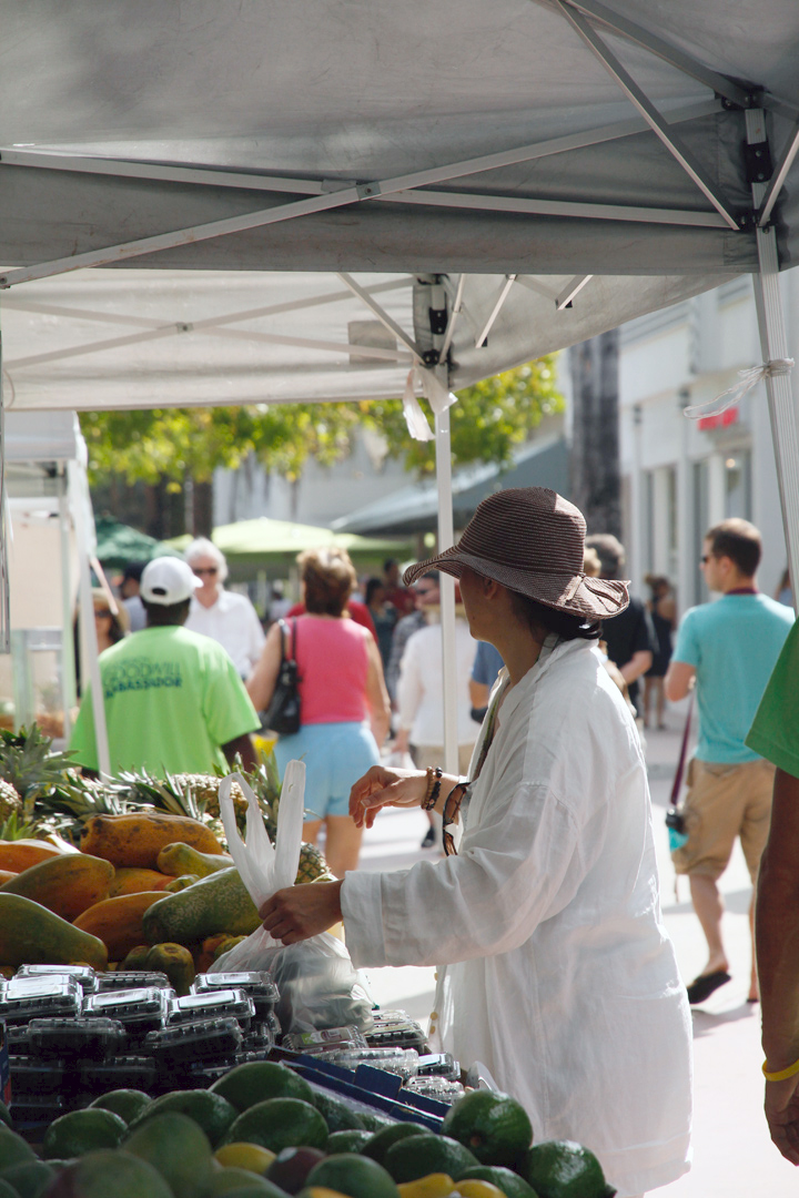 Have hat will shop, that is my motto. Me buying papaya and mangos at the  Sunday's Farmer's Market on Lincoln Road Mall  in Miami, FL.