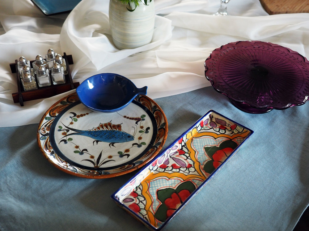 Wanting to bring color and pizzaz to the table, I pulled out my most colorful, playful platters. The round fish plate would be for salmon burgers, the blue fish bowl for the relish, the long rectangular for the mini buns and purple cake stand for the traditional Spanish tortilla.
