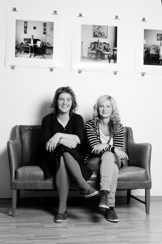 """Sammen med min kollega og gode venn Hanne Jones under utstillingen """"Mine dager"""" på Galleri View i Oslo"""". Mange av prosjektene har jeg gjort sammen med Hanne gjennom filmproduksjonsselskapet Flimmer Film AS i Bergen.FOTO: Caroline Roka"""