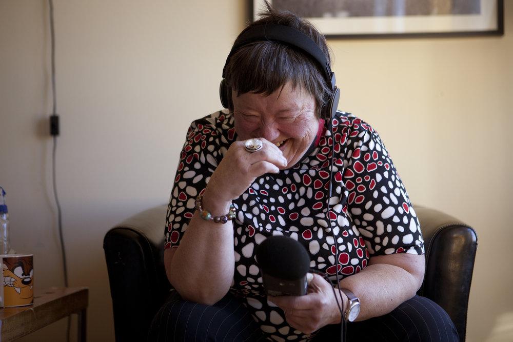 Magny, en av fortellerne i Rett fra hjertet-prosjektet hører på seg selv fortelle om Proffene - bandet hun har spilt i lenge.