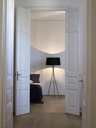 SANTACOLE_FLOOR_LAMPS_Tripode_G5__Rotger__Stella_1.jpg