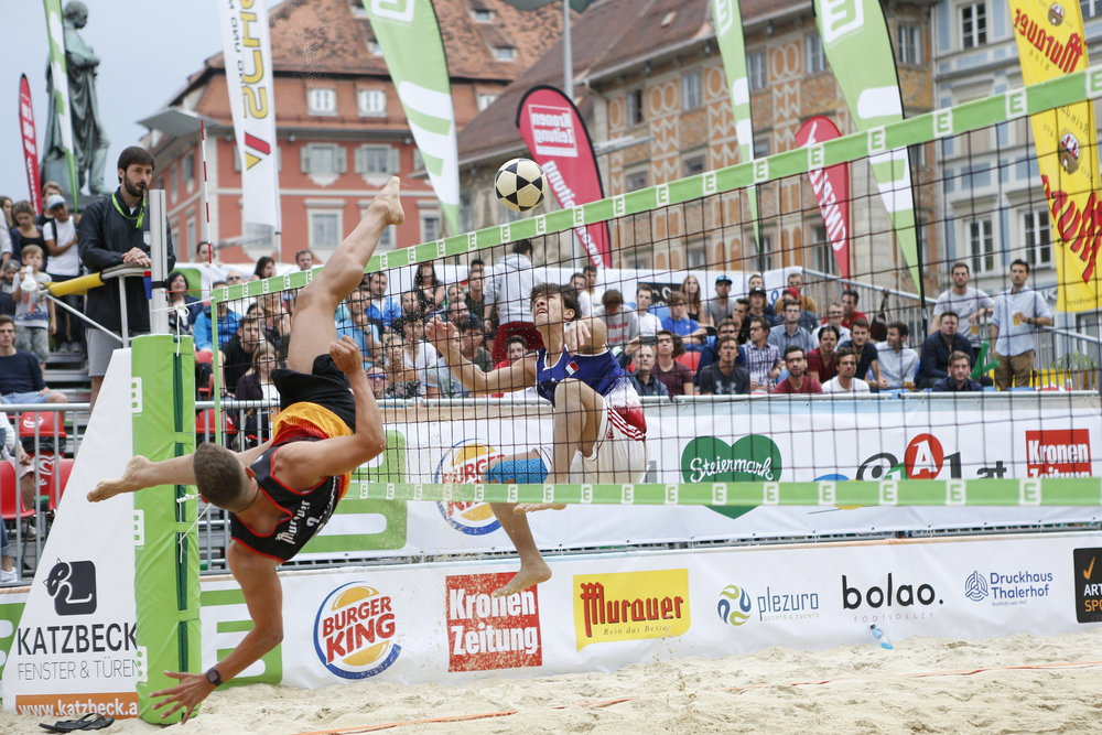 Roman Uhr from Germany with a shark block attempt against France