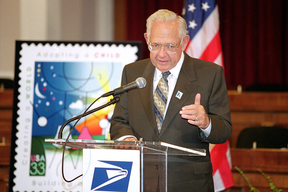 DAVE THOMAS AT THE UNVEILING OF THE ADOPTION AWARENESS STAMP