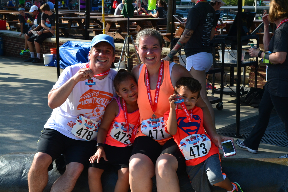 A FAMILY OF RUNNERS AT THE 2016 FROSTY 5K