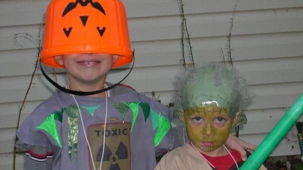 Jay as a barrel of toxic waste and Sam as Yoda.