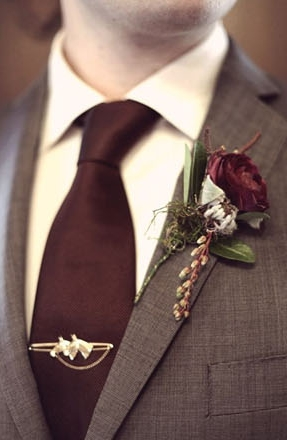 burgandy-cozy-winter-wedding-color-ideas.jpg