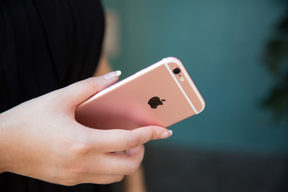 iphone 6s lifestyle - no watermark-8.jpg