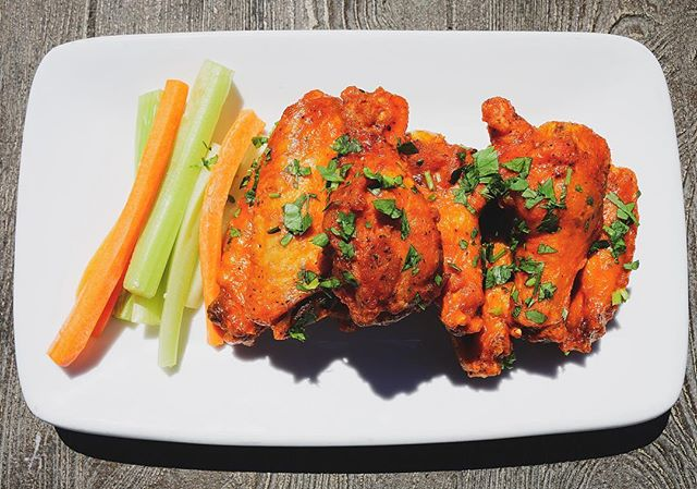 🍗Wing Wednesday all day! Swing my and try our Bourbon Buffalo wings (one of 4 flavors we offer) 🤤 #wingwednesday