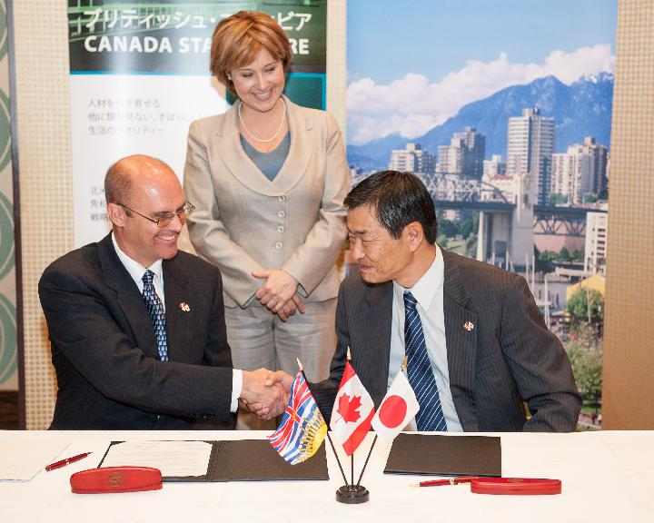 Craig Webster, Director of Clean Transportation at Powertech and Noboru Yamada, Director of Tomoe Shokai signed a Letter of Intent (LOI) to enter into a strategic alliance for the sale of Powertech's hydrogen fuelling stations in Japan.