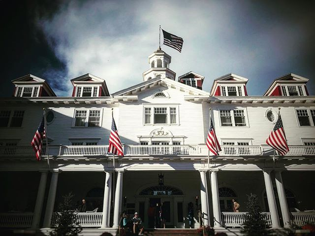 """Inspiration for Stephen King's """"The Shining"""" and lesser know as the film location as Hotel Danbury for """"Dumb and Dumber"""" #room217 #stephenking #theoverlookhotel #dumbanddumber #thestanleyhotel #orangetuxedo"""