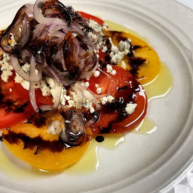 Heirloom tomato #salad with shaved red onion, gorgonzola cheese and balsamic #fresh #delicious #RVA #rvafood  @rvaexclusives @rvadining @eatrichmond @weareredpaint @therichmondexperience